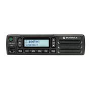 Motorola MOTOTRBO™ DM1600 VHF analog - mobilní radiostanice, čelní pohled