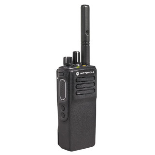 Motorola MOTOTRBO™ DP4400e VHF MDH56JDC9VA1AN v provedení s krátkou anténou