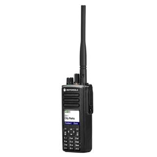 Motorola DP4800 VHF - digitální radiostanice, boční pohled