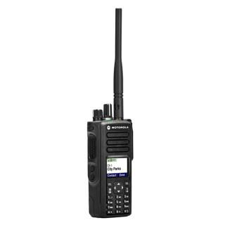 Motorola DP4801 VHF, GPS, BT - digitální radiostanice, pohled z boku