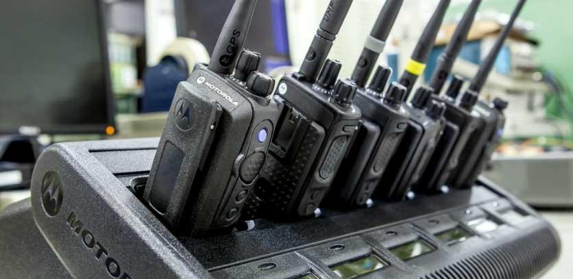 Nabíjení profesionálních radiostanic Motorola 6-ti pozicovém nabíječi